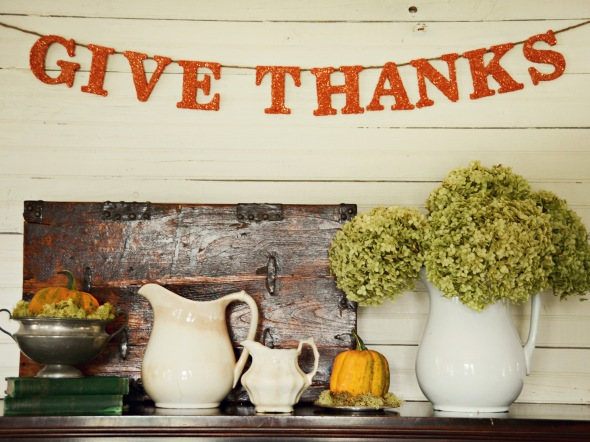 accessories-and-furniture-wonderful-minimalist-rustic-thanksgiving-decoration-ideas-with-beautiful-handmade-thanksgiving-glittered-banner-cool-inspiring-thanksgiving-decoration-ideas